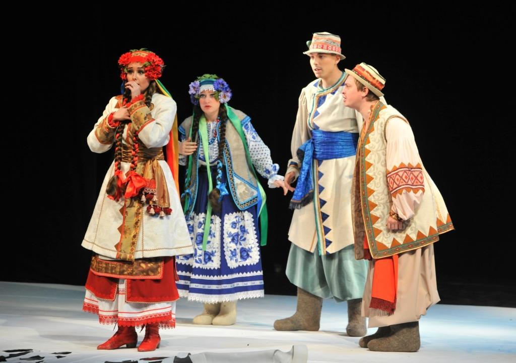 Оксана - Кристина Мазепа, Девушка - Екатерина Волкова, Хлопцы - Дмитрий Немочин, Дмитрий Мазепа