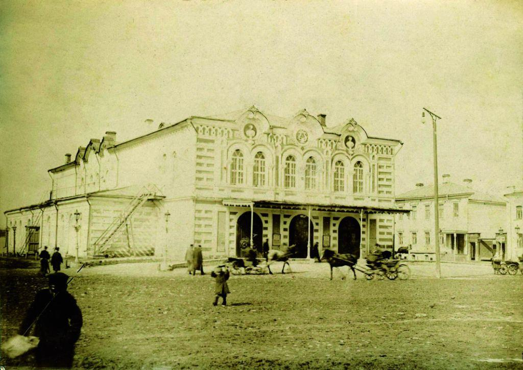 Ильинская площадь. Здание городского театра. 1900-1917 гг. (ГАРО)